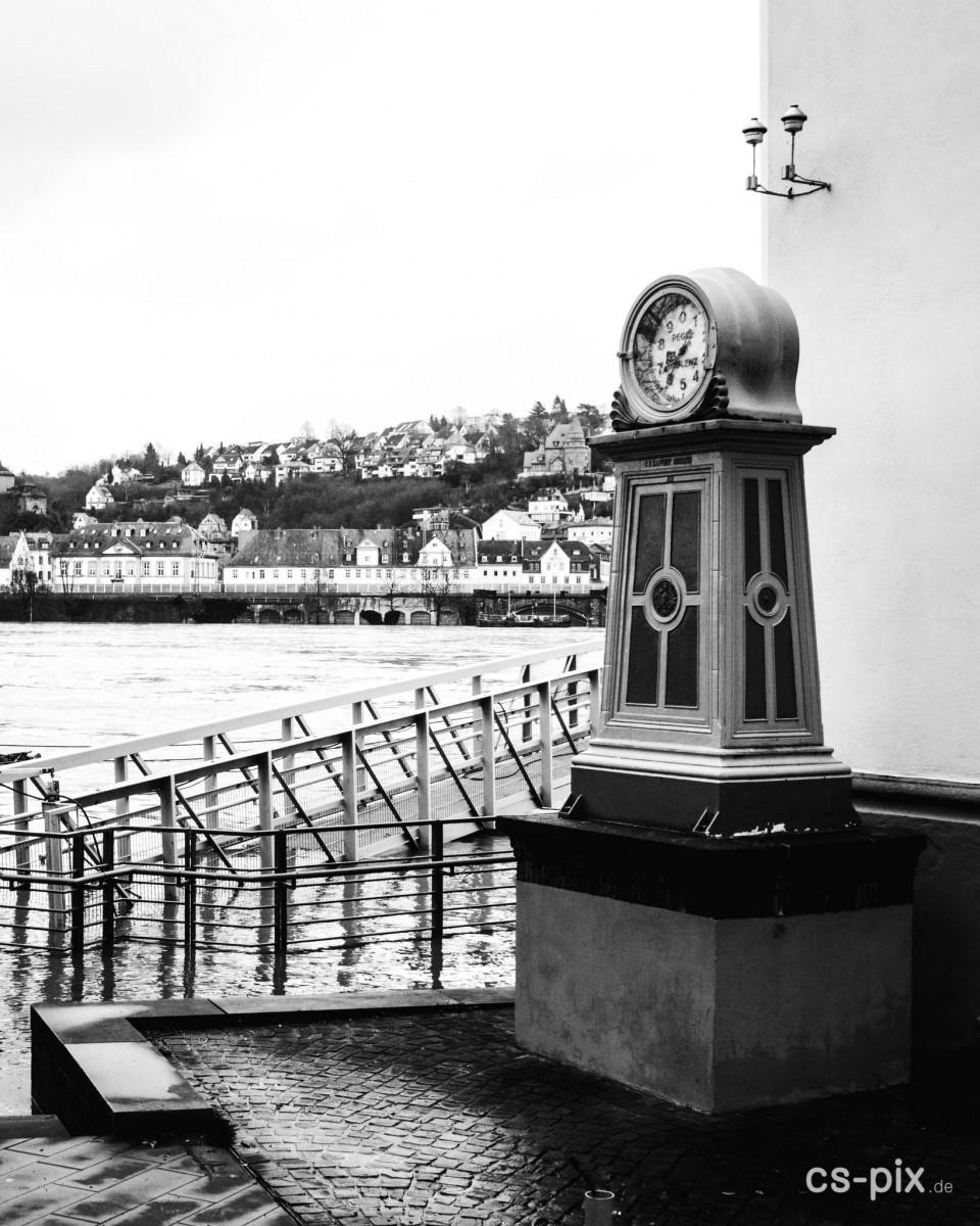 Hochwasser am Rheinufer in Koblenz
